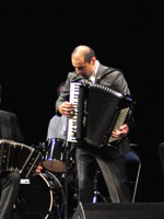 RECENZIE: Emy Drăgoi a adus regalitatea acordeonului la Bucureşti