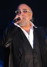 Demis Roussos va susţine un turneu în România în aprilie 2012