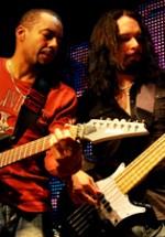 RECENZIE: O lecţie live de tehnică şi pasiune pentru chitară cu Tony MacAlpine la Bucureşti