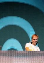 4-armin-van-buuren-the-mission-dance-weekend-2012-11