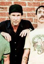 Mai sunt doar 2000 de bilete pentru concertul Red Hot Chili Peppers de la Bucureşti