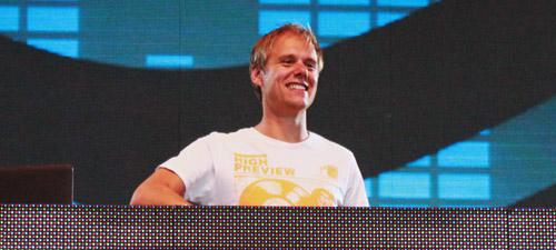 RECENZIE: A doua zi de The Mission Dance Weekend 2012 cu Armin van Buuren, Sunnery James & Ryan Marciano (POZE)