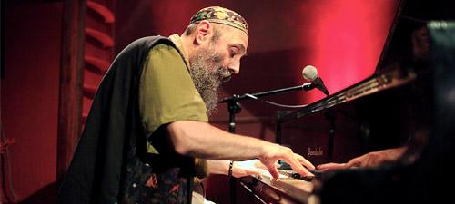Harry Tavitian invitat la concertul lui John Mayall de la Bucureşti