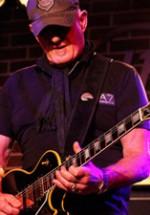 RECENZIE: Măiestrie muzicală cu Jan Akkerman în Hard Rock Cafe (POZE)
