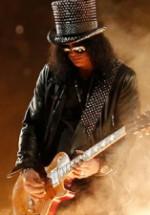 Trei fani Slash vor avea ocazia să îl cunoască pe artist la Bucureşti