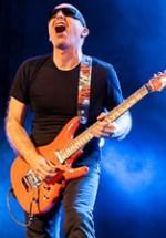 """RECENZIE: Joe """"Satch"""" Satriani şi concertul de la Sala Palatului – o experienţă de neuitat (POZE)"""