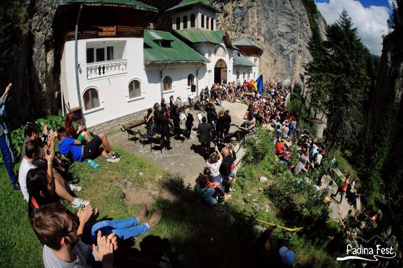 Orchestra Simfonică Muntenia la Schitul de la Peştera Ialomiţa - Foto: www.facebook.com/padinafest