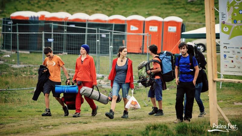 Petrecăreţii pregătiţi pentru cinci zile de distracţie la Padina Fest 2013 - Foto: www.facebook.com/padinafest
