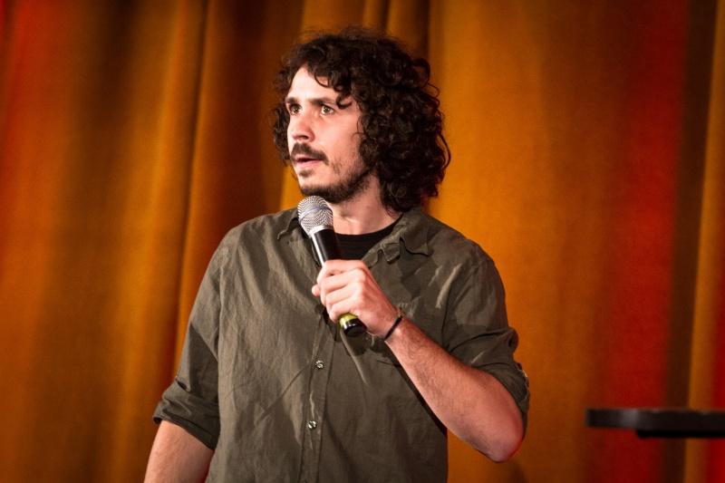 Costel, actorul de stand-up român în deschiderea lui Dylan Moran - Foto: Eduard Breaban