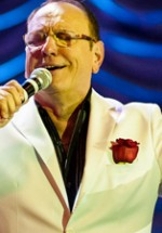 RECENZIE: Petre Geambaşu – 50 de ani de carieră sărbătoriţi prin 3 ore de spectacol (POZE)