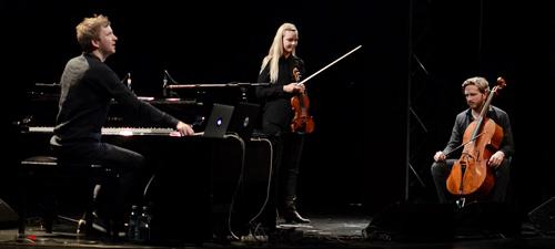 RECENZIE: Ólafur Arnalds, un artist complet, în concert la Bucureşti
