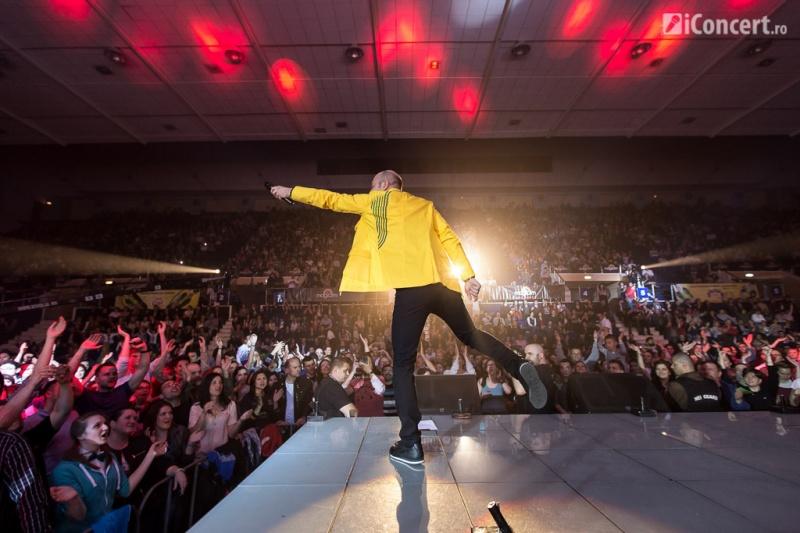 Miţă Georgescu alături de fanii prezenţi la Sala Polivalentă - Foto: Daniel Robert Dinu / iConcert.ro