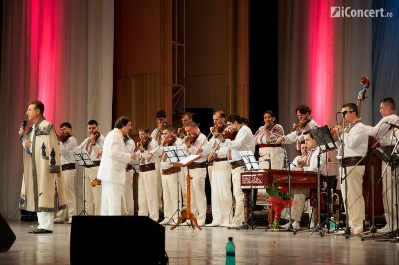 """Constantin Enceanu şi Orchestra """"Lăutarii"""" - Foto: Betty Cristea / iConcert.ro"""