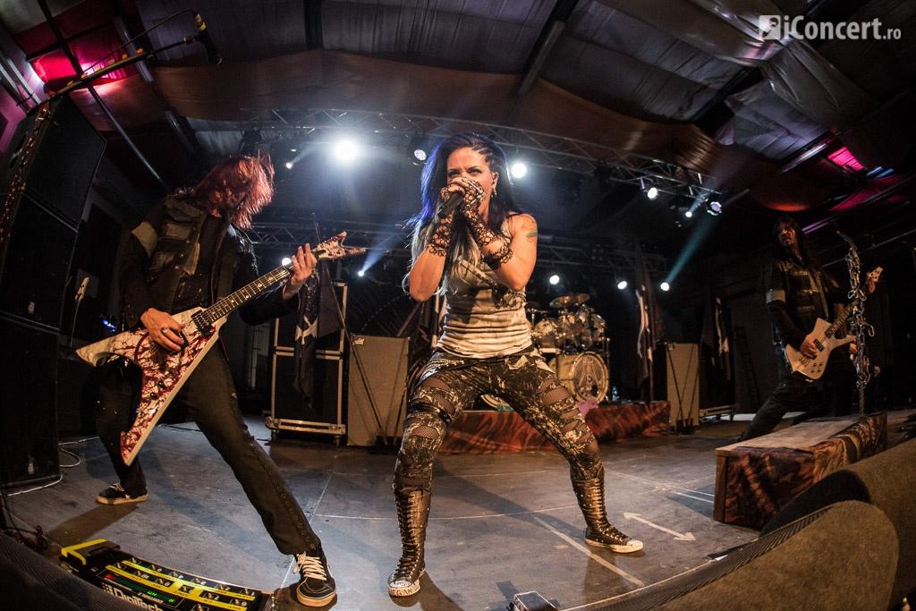 Arch Enemy a venit la Bucureşti cu noua solistă, Alissa White-Gluz - Foto: Paul Voicu / iConcert.ro