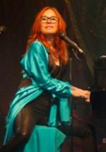 RECENZIE: Tori Amos la Bucureşti, o experienţă muzicală completă (POZE)