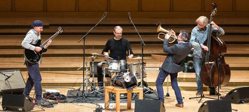 RECENZIE: Unora le place jazz-ul – concert Youn Sun Nah Duo şi Paolo Fresu Devil Quartet la Sala Radio (FOTO)