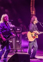 RECENZIE: Bonnie Tyler şi Smokie au reînviat spiritul anilor '70-'80 prin două concerte de excepţie la Sala Palatului (FOTO)
