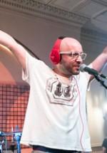 Omul cu Şobolani cântă în deschiderea lui Jack White la Bucureşti