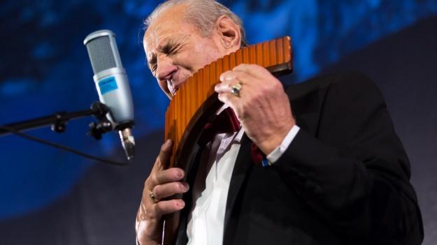FOTO: Gheorghe Zamfir – Crăciun 2014 la Sala Palatului din Bucureşti