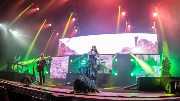 RECENZIE: O călătorie plină de fantezie, pe acorduri de metal simfonic, cu Nightwish la Bucureşti (FOTO)