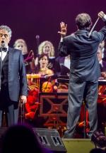 Tenorul Andrea Bocelli revine cu două concerte în România, în iunie 2017
