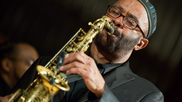 RECENZIE: Kenny Garrett la Bucureşti – un concert jazz cu savoare intensă de fericire (FOTO)