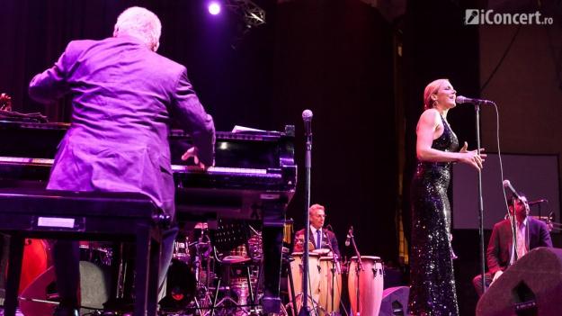 Pink Martini împreună cu Storm Large, două concerte la Bucureşti, în aprilie 2017