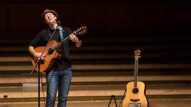 "FOTO: Jason Mraz – ""An evening with Jason Mraz"" la Sala Radio din Bucureşti"