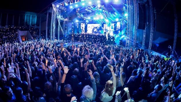 """RECENZIE: Muzică cu subînţeles şi fără chip, la concertul """"Antiexemplu"""" al trupei Carla's Dreams (FOTO)"""