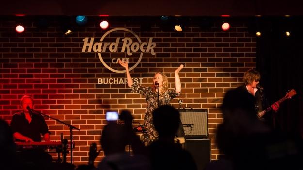 FOTO: Joan Osborne la Hard Rock Cafe din Bucureşti