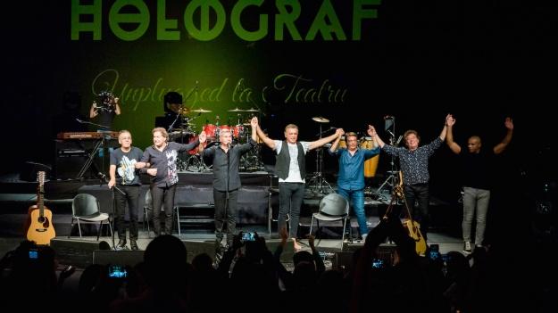 """RECENZIE: Poveşti nespuse în concertul Holograf – """"Unplugged la Teatru"""" (FOTO)"""
