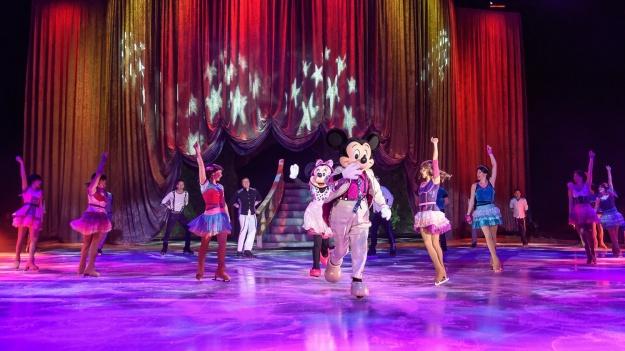 """FOTO: Disney On Ice – """"Reach For The Stars"""" la Romexpo din Bucureşti"""