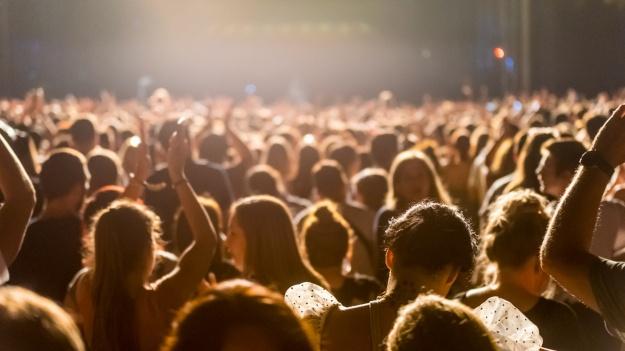 Totul despre festivalul Fall in Love: program concerte, reguli de acces, obiecte interzise şi transport