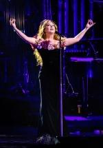 RECENZIE: Regal muzical, plin de eleganţă şi fineţe, cu Sarah Brightman la Sala Palatului (FOTO)